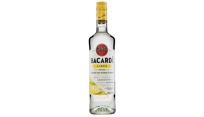botella de bacardí limón